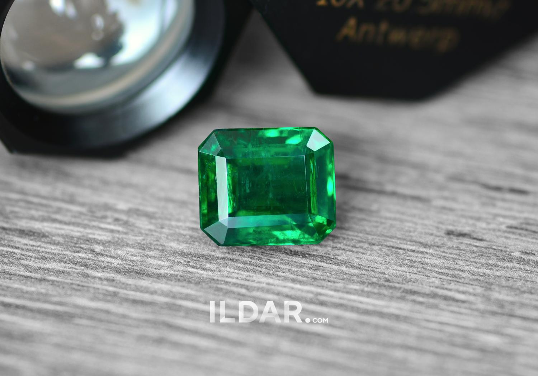 Elegant emerald from Zambia 6.91 ct фотография