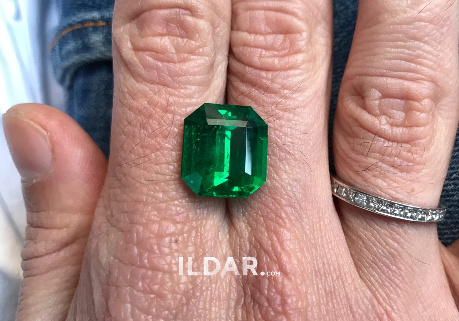 Spectacular emerald from Africa 12.13 ct