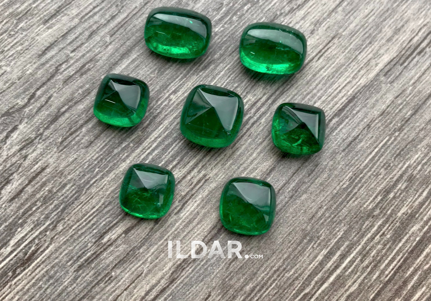 Sugarloaf cabochon set total 29.21 ct фотография