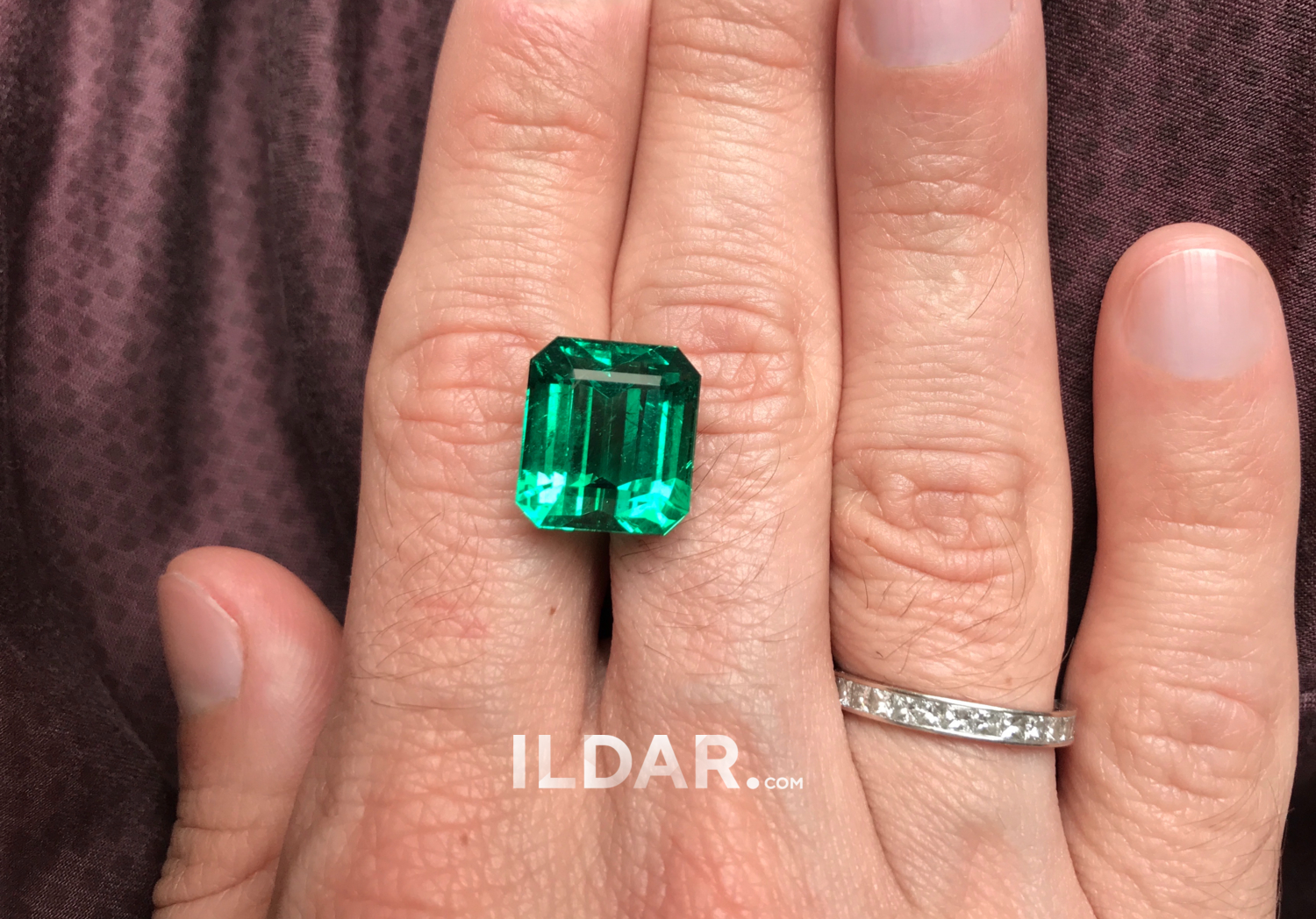 Dazzling emerald from Zambia 13.67 ct