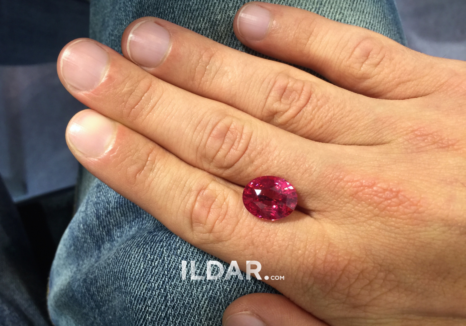 Fascinating African spinel 10.15 ct