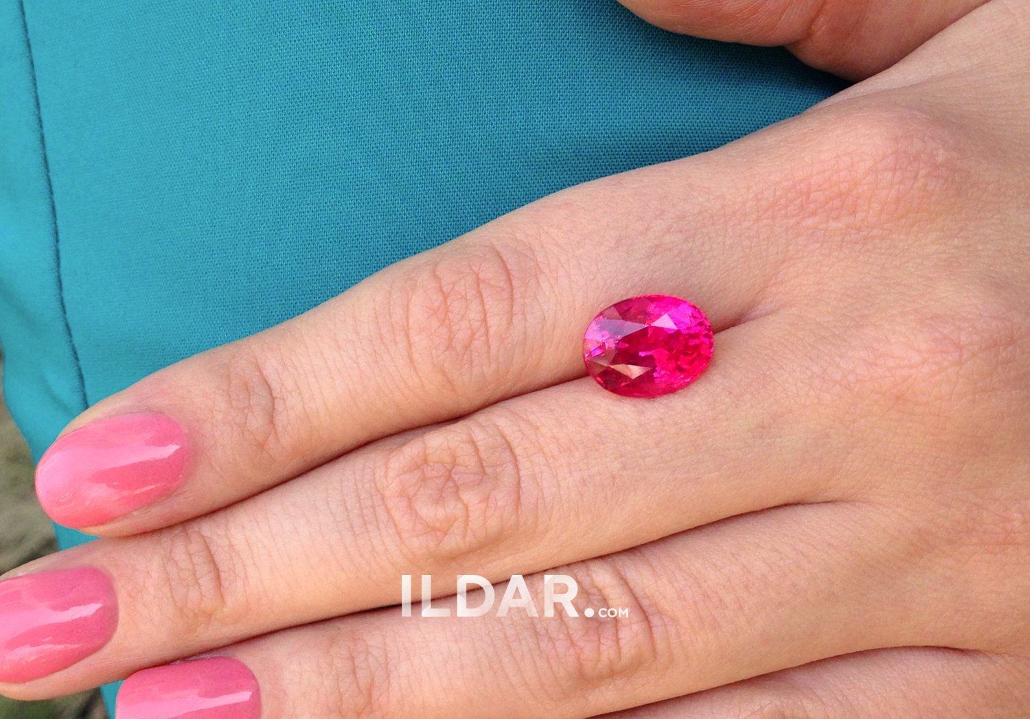 Fantastic neon-pink spinel from Mahenge 6.13 ct